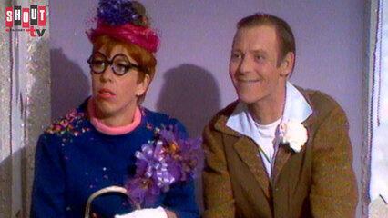 The Carol Burnett Show: S2 E25 - Larry Hovis, Barrie Chase