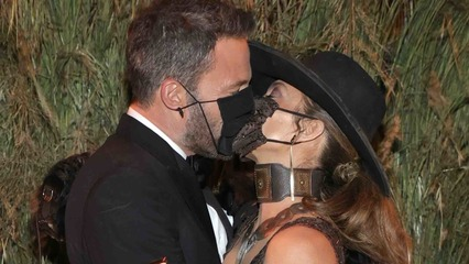 Jennifer Lopez and Ben Affleck Passionately Kiss Through Their Masks at the 2021 Met Gala